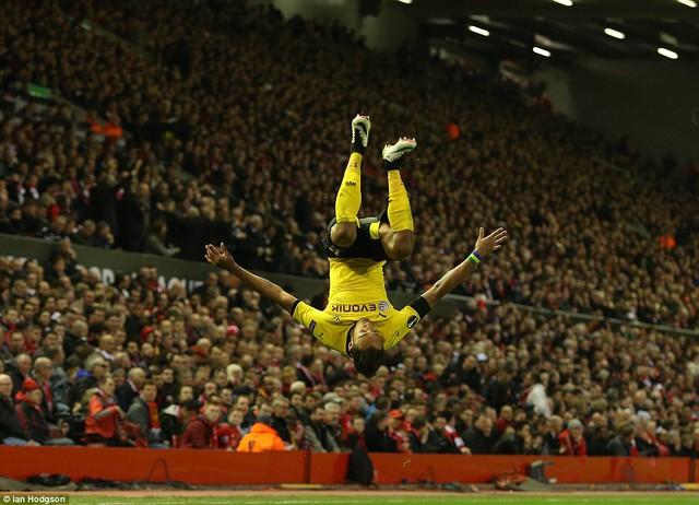 Striker Aubameyang ăn mừng bàn thắng nâng tỷ số lên 2-0 cho Dortmund