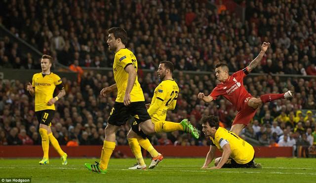 Philippe Coutinho rút ngắn tỷ số xuống còn 2-3 cho Liverpool ở phút 66