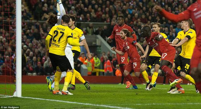 Mamadou Sakho cân bằng tỷ số 3-3 cho Liverpool ở phút 78