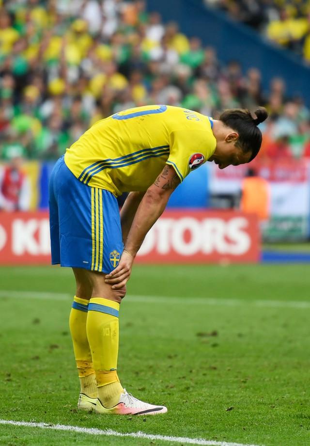 Trong trận ra quân tại EURO 2016, Ibrahimovic vẫn sử dụng đôi giày thi đấu mang thương hiệu Nike.