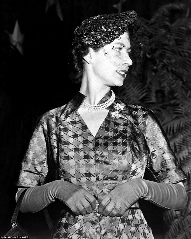 Phong cách lịch lãm của Nữ hoàng Elizabeth đệ nhị trong một chuyến viếng thăm tới Washington vào năm 1951
