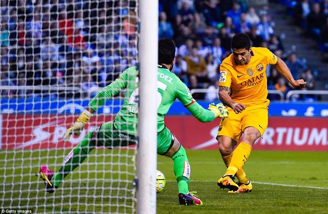 Suarez đã ghi được 4 bàn thắng rất đơn giản vào lưới Deportivo (Ảnh: Getty)