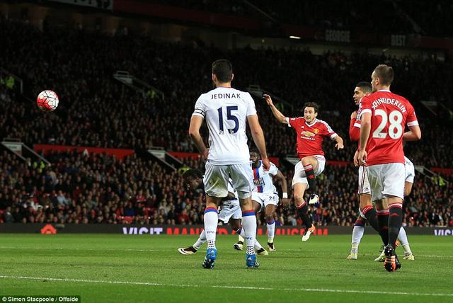 Cú dứt điểm của Darmian không cho Speroni cơ hội cản phá (Ảnh: Offside)