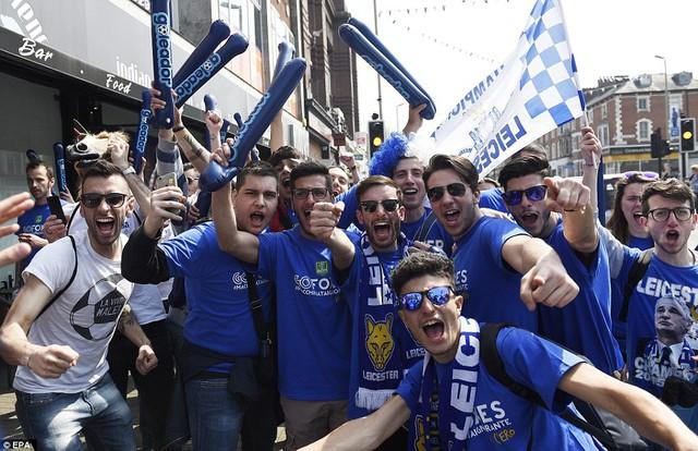 Các CĐV Leicester đang trải qua những ngày vui nhất trong cuộc đời của họ
