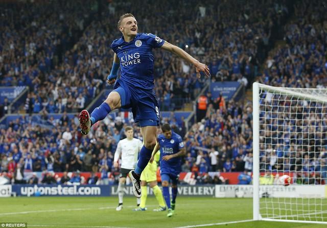 Vardy tiếp tục điền tên lên bảng tỷ số sau khi thực hiện thành công quả đá 11m ở phút 65. Sau đó, anh còn bỏ lỡ 1 quả phạt đền nữa nhưng Leicester vẫn có được thắng lợi 3-1 trước Everton trong ngày đăng quang