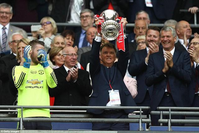 Chức vô địch FA Cup sẽ là cứu cánh cho sự nghiệp của Van Gaal tại Man Utd?