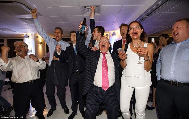 Những người ủng hộ Brexit ở London cũng hân hoan ăn mừng với chiến thắng sau cuộc trưng cầu dân ý.