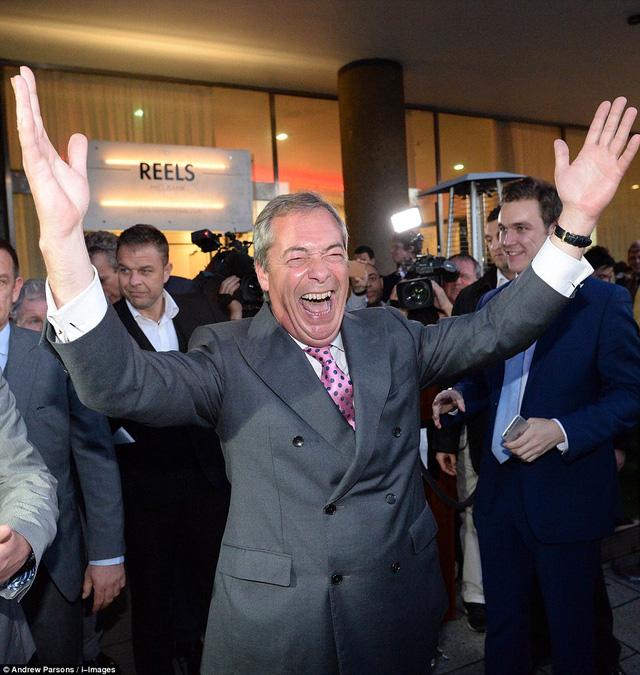 Ông Nigel Farage tuyên bố một chiến thắng lịch sử của nhưng người ủng hô nước Anh ra đi.