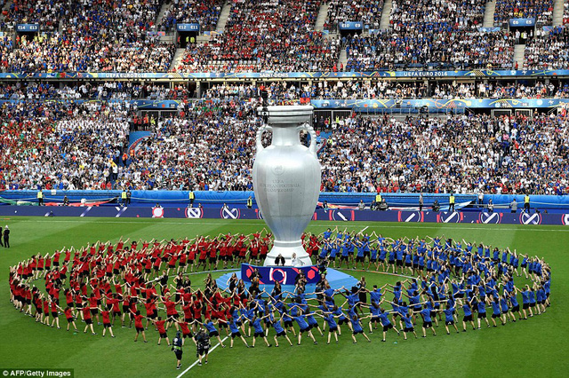 Khung cảnh đẹp trước giờ bóng ăn. Chiếc cup vô địch cuối cùng về tay người Bồ Đào Nha