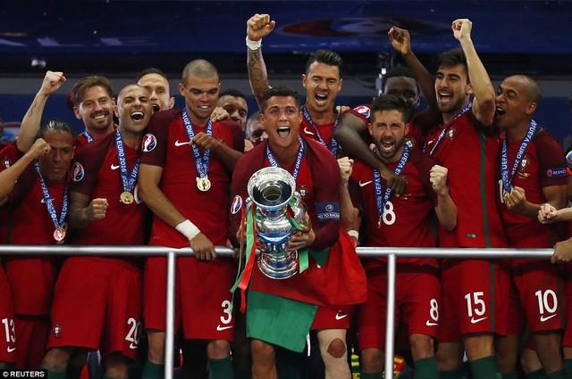 Không phải thế hệ vàng nhưng Ronaldo và các đồng đội mới là những người làm nên kì tích