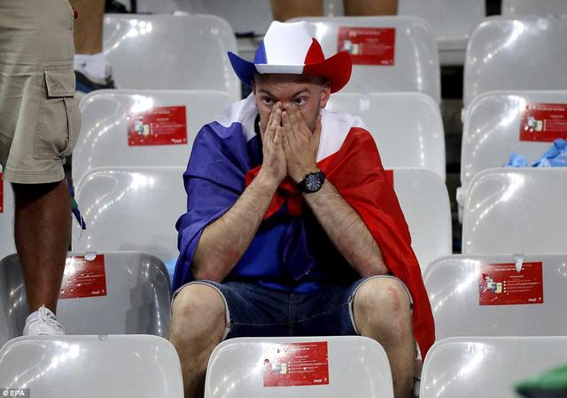Trái ngược với không khí tưng bừng của các CĐV Bồ Đào Nha là sự thất vọng của các CĐV Pháp