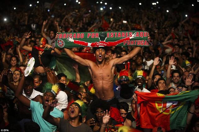 Hàng triệu CĐV Bồ Đào Nha đã đổ ra đường ăn mừng chiến thắng lịch sử