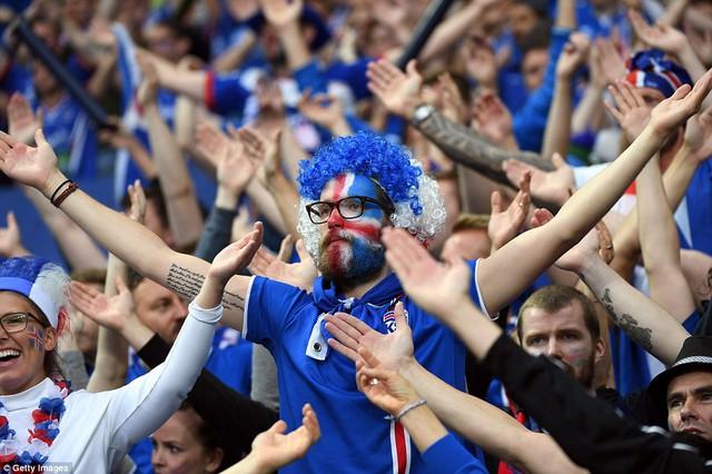 Các CĐV của ĐT Iceland được xem là những CĐV ấn tượng nhất của EURO 2016. Ảnh: Getty