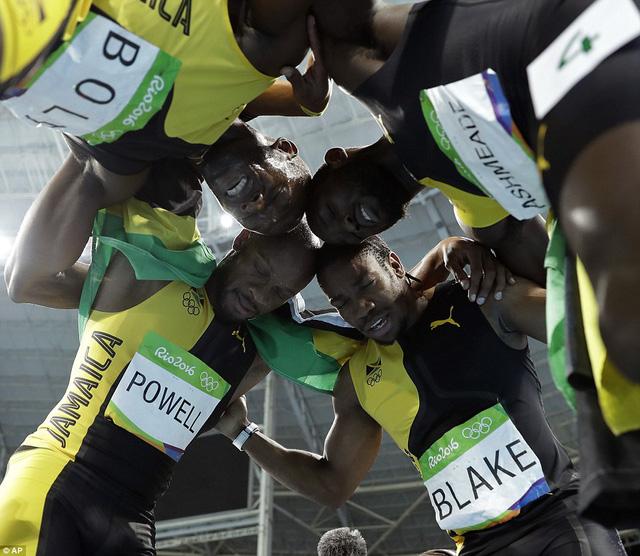 Usain Bolt và các đồng đội ở nội dung tiếp sức 4x100m nam của Jamaica