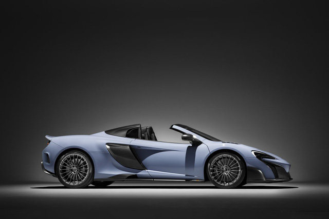 Xe sử dụng động cơ tăng áp twin-turbo 3,8 lít V8 công suất 666 mã lực.
