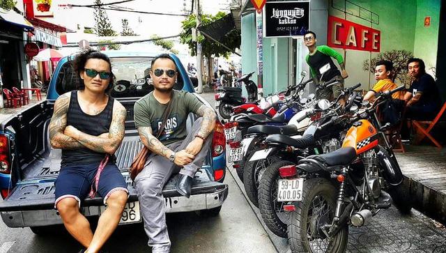 Trần Lập rất thích ngồi ở những quán cà phê là điểm hẹn của dân chơi xe motor. Ảnh: TL.