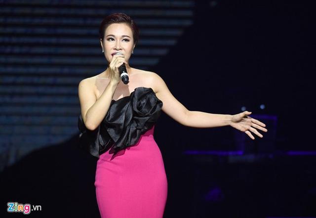 Uyên Linh từ hiện tượng của Vietnam Idol đến ngôi sao ca nhạc được đông đảo khán giả yêu thích.