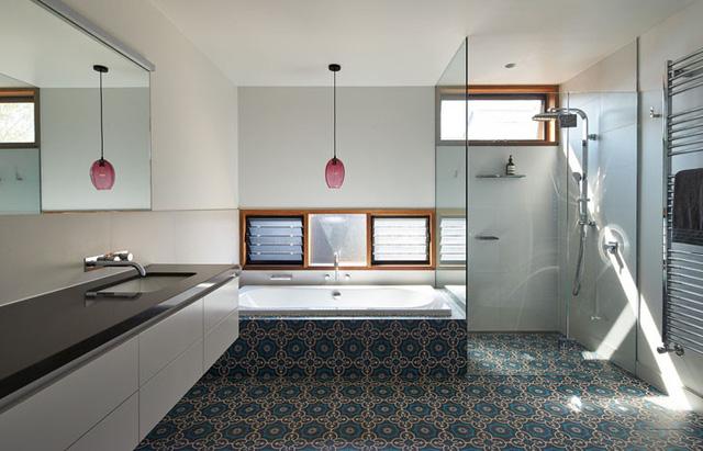 Phòng tắm với gam màu sáng, tạo nên sự sang trọng
