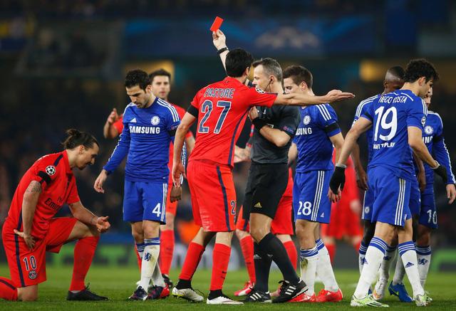 Ibra từng nhận thẻ đỏ trong cuộc đối đầu năm ngoái nhưng cuối cùng, Chelsea vẫn phải dừng bước trước PSG