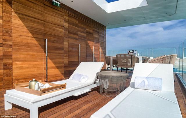 Mỗi căn biệt thự có 3 tầng, dưới nước, trên mặt biển và một tầng trên nữa với nhiều không gian để thư giãn dưới ánh mặt trời hay tận hưởng tầm nhìn ra biển.