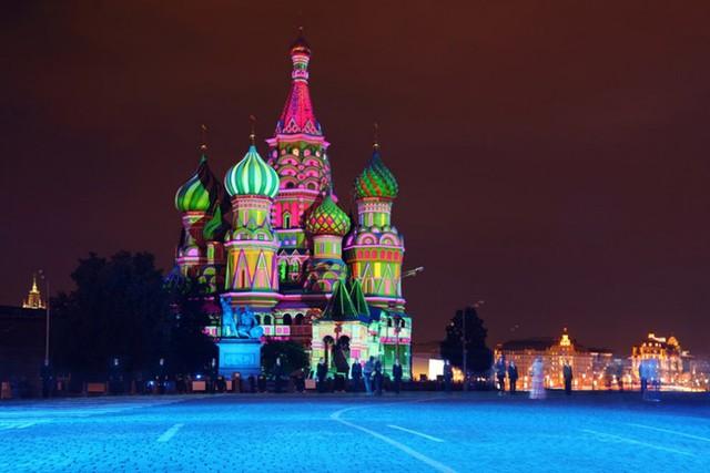 Nhà thờ chính tòa Thánh Vasily với kiến trúc độc đáo là một trong 7 kỳ quan hấp dẫn du khách nhất của nước Nga.