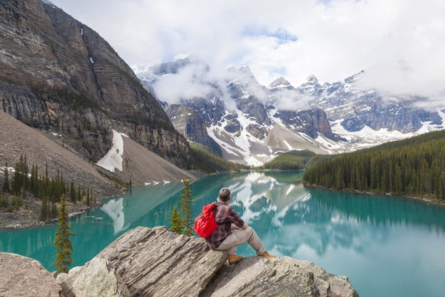 Canada là một trong những quốc gia lớn nhất thế giới, một thiên đường thực sự cho du khách. Người dân ở đất nước tuyệt vời này có thể tự hào với muôn vàn công viên quốc gia tuyệt đẹp, với núi đá hùng vĩ và không gian rộng mở. Bạn chỉ cần nhìn vào những bức tranh thiên nhiên tuyệt sắc ở đây để hiểu lý do tại sao người dân Canada là những người hạnh phúc.