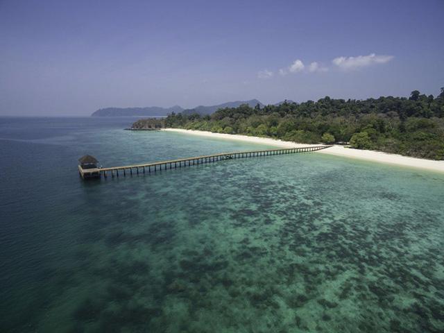 Nằm ở phía Nam của Myanmar, quần đảo Mergui Archipelago có tới hơn 800 hòn đảo hoang sơ. Những bãi biển ở đây rất lý tưởng cho hoạt động lặn nhờ sự đa dạng của sinh vật biển.