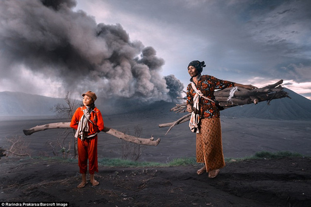 Cuộc sống, công việc của những người dân nơi đây nằm giữa ranh giới sự sống và cái chết.