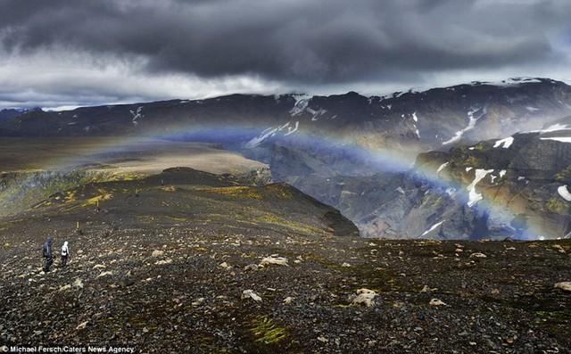 Phong cảnh ở Iceland rất thú vị và đẹp mắt. Tôi sống ở Bavaria gần dãy núi Alps, dù quê hương tôi có cảnh quan tuyệt vời, nhưng thật khó để chụp được những bức ảnh hoàn toàn không thấy bóng dáng con người, Michael nói.