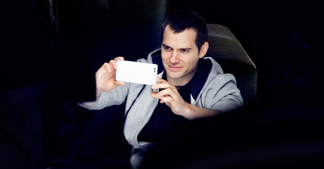 Ngôi sao hạng A Hollywood - Henry Cavill trở thành gương mặt đại diện sản phẩm của Huawei P9