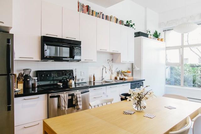 Góc bếp được thiết kế hiện đại và trẻ trung với gam màu đen - trắng.