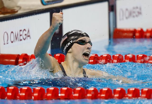 Katie Ledecky phá kỷ lục ở nội dung 4*100m tự do nữ (Ảnh: Clive Rose/Getty Images)