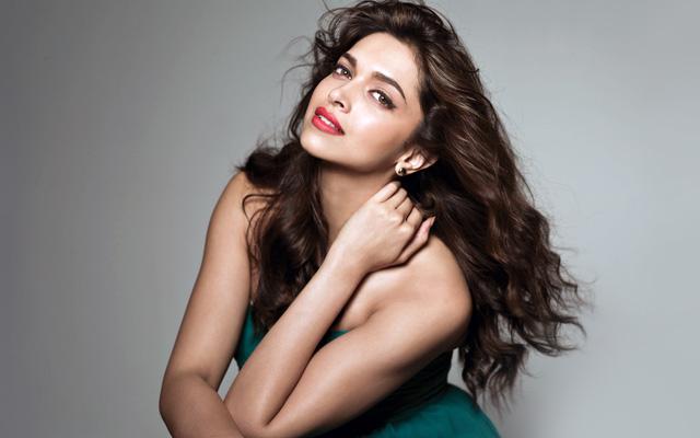 Nữ diễn viên được trả mức lương cao nhất Bollywood Deepika Padukone giữ vị trí thứ 4. Cô là biểu tượng của sự quyến rũ và phong cách tại Ấn Độ, luôn xếp vị trí cao trong các danh sách những người phụ nữ đẹp nhất Ấn Độ.