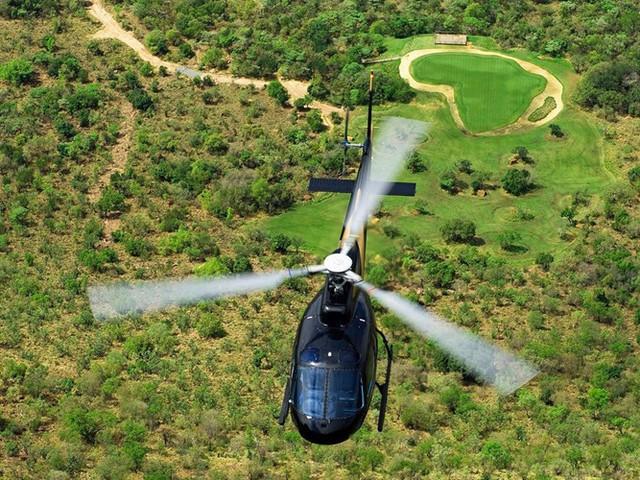 Legend Golf and Safari Resort tọa lạc trong khu vực rừng bảo tồn Entabeni Safari của tỉnh Limpopo của Nam Phi, nơi những động vật lớn có thể tự do đi lại. Sự độc đáo của sân golf Legend Golf and Safari Resort được phản ánh trong vẻ đẹp ngoạn mục của lỗ golf thứ 19, lỗ golf dài nhất và có Par 3 ấn tượng nhất trên thế giới.