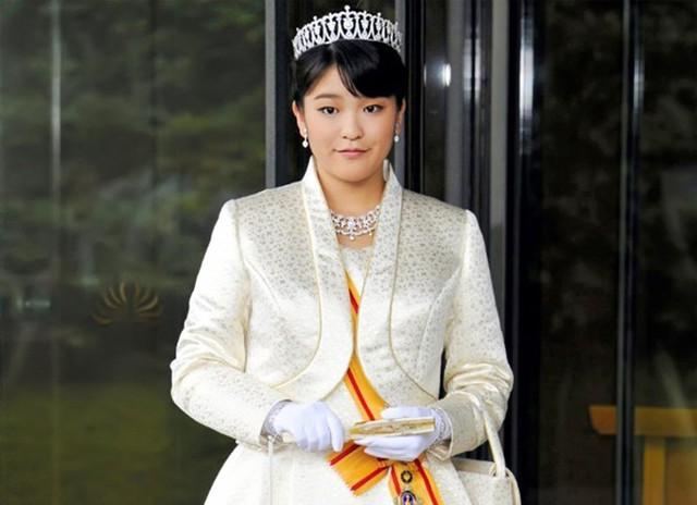 Công chúa Mako là cháu gái cả của đương kim Hoàng đế Nhật Bản, Akihito. Công chúa Mako năm nay 24 tuổi, đã tốt nghiệp Đại học Quốc tế Christian ở Tokyo và từng học ở Áo.