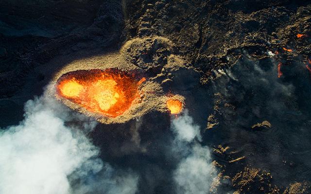 Giải Ba chủ đề Thiên nhiên: Núi lửa Piton de la Fournaise.