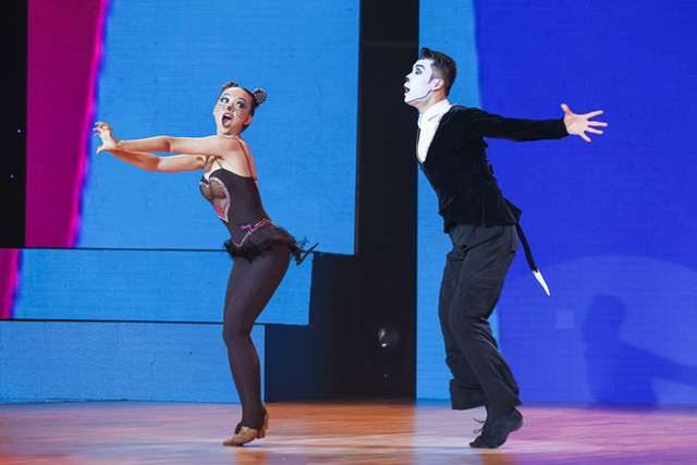 Sang phần tranh tài giữa 4 đội nhảy quốc tế, cặp đôi kiện tướng dancesport Trung Quốc Huang Sida và Titan Yuan đã thể hiện sự vui nhộn, đáng yêu của hai nhân vật hoạt hình nổi tiếng Tom & Jerry qua các điệu nhảy Rumba - Chacha - Jive - Samba – Pasodolbe.