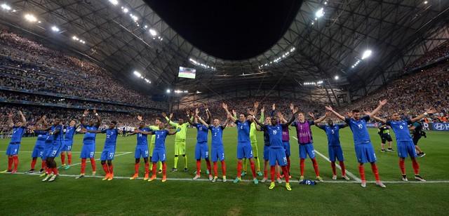 Niềm vui chiến thắng của các cầu thủ Pháp