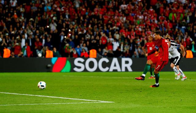 Ronaldo bỏ lỡ cơ hội tuyệt vời trên chấm phạt đền