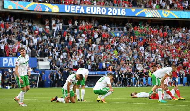 Nỗi buồn sau trận đấu của các cầu thủ Bắc Ireland. Ảnh: UEFA