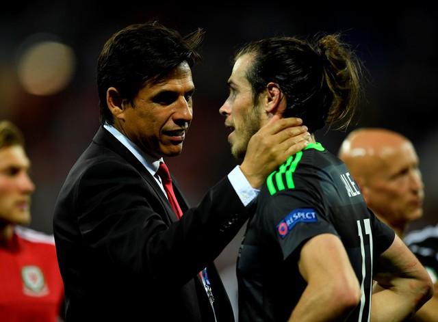 Nỗi buồn và thất vọng của HLV Coleman và học trò cưng Gareth Bale. Ảnh: UEFA