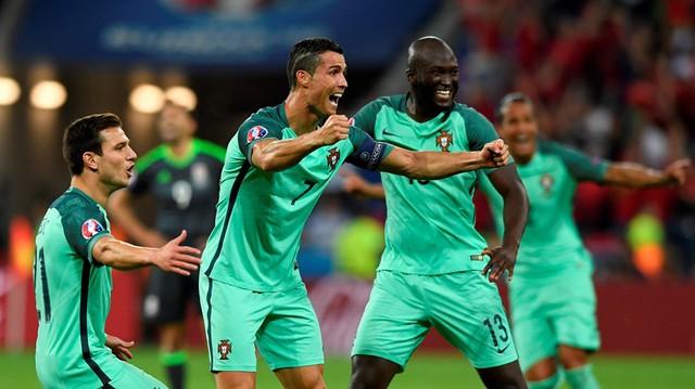 Ronaldo ăn mừng bàn thắng mở tỉ số trận đấu. Ảnh: UEFA
