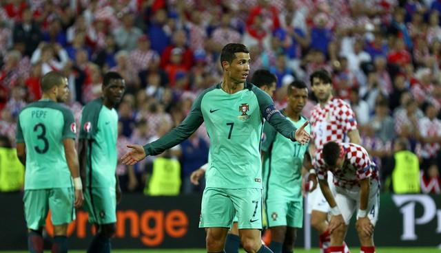 Dù vào đến tứ kết nhưng Ronaldo và Bồ Đào Nha vẫn chưa biết đến chiến thắng trong 90 phút chính thức của mỗi trận đấu. Ảnh: UEFA