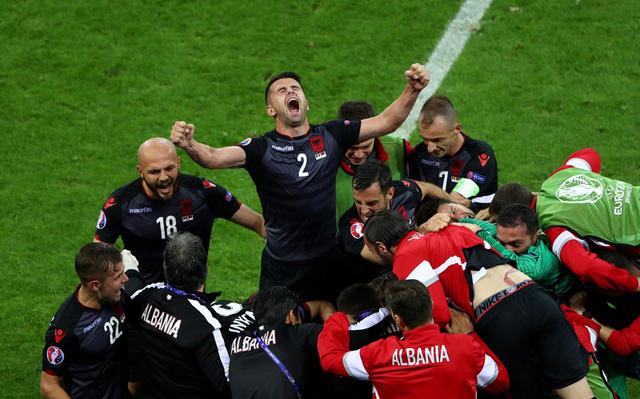Albania đã có chiến thắng lịch sử trước Romania khi lần đầu tham dự EURO. Ảnh: UEFA