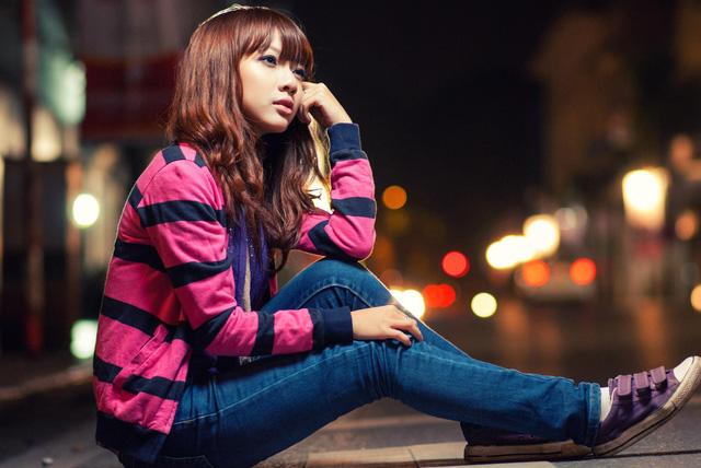 Nữ MC rất thích mặc quần jeans, áo phông và đi giày thể thao.