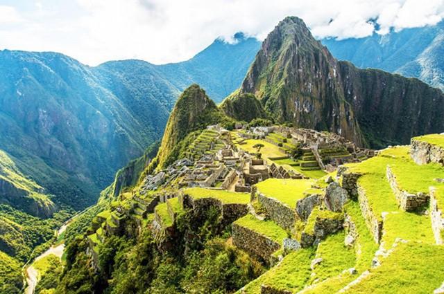 Thành lũy Incan được đặt cao trong những rặng núi Andes, được xây dựng vào thế kỉ 15 và sau đó bị bỏ hoang. Ngày nay, nó có thể là một thử thách khó khăn vô cùng cho những người đi bộ đường dài. Những hình ảnh toàn cảnh không thể tưởng tượng nổi từ trên cao là phần thưởng xứng đáng cho những người chinh phục thử thách.
