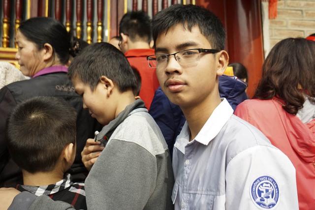 Một học sinh ở ngôi trường mang tên ông, em Phạm Minh Hiếu lớp 9 chuyên Hóa trường THCS Chu Văn An huyện Thanh Trì.