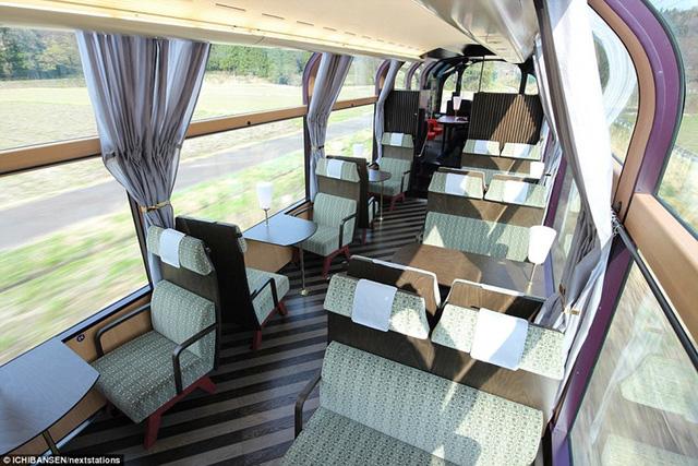 Có các loại ghế dành cho người độc thân, hay ghế đôi dành cho các cặp vợ chồng hay cho nhóm đông người.