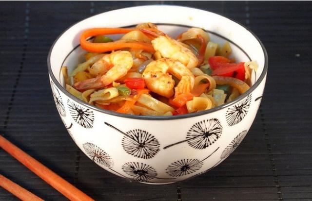 Mì xào hải sản: Là một món xào mì đơn giản, phổ biến. Gia vị phụ thuộc cách nêm nếm của người chế biến.