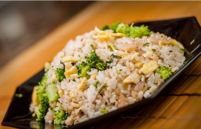 Cơm rang trứng kiểu Trung Quốc: món ăn ngon, đơn giản đến từ Trung Hoa.